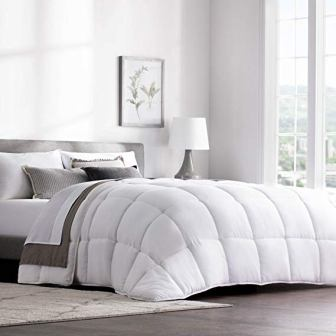 WEEKENDER Hypoallergenic Quilted Down Alternative Comforter