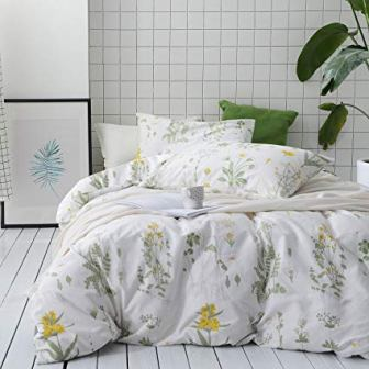 Soft Microfibre Bedding by Wake in Cloud