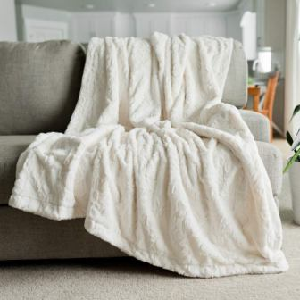 GRACED SOFT LUXURIES Cozy Faux Fur Home Throw Blanket