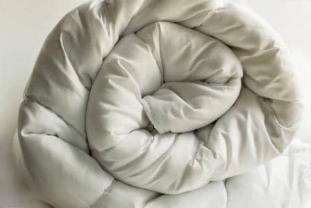 Top 15 Most Lightweight Down Comforters in 2020