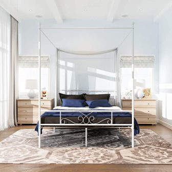 Queen canopy bed by WeeHom