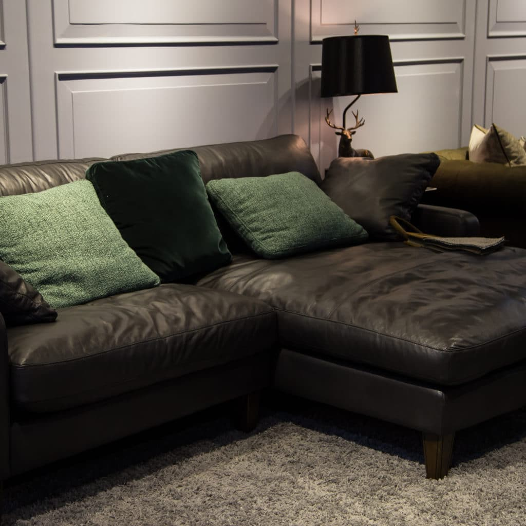 Leather Vs Linen Sleeper Sofa – Which One is For You?
